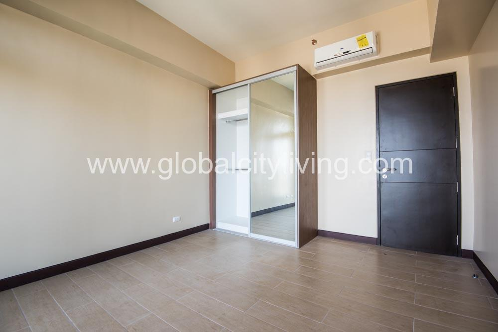 3 Bedroom Condo For Sale At Eight Forbestown Road Bgc Taguig