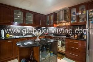 Forbeswood-height-3-bedroom-condo-for-sale-in-forbeswood-height-fort-bonifacio-taguig-bgc