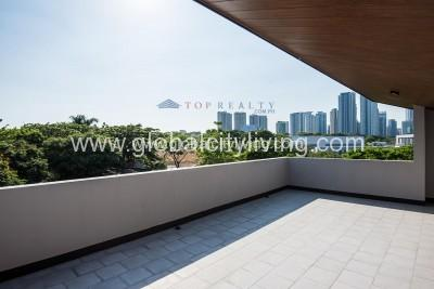 house-and lot-for-sale-in-mckinley-hill-village-fort-global-city-taguig-balcony-overlooking-skyline