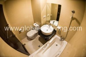 toilet-with-baththub-condos-forsale-in-onecentral-makati