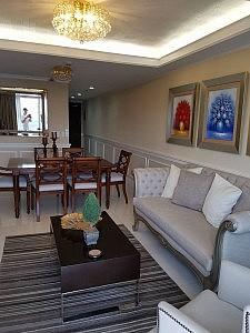 living area venice condo for sale in mckinley hill