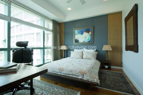 3 br condo for sale in eight forbestown road bgc