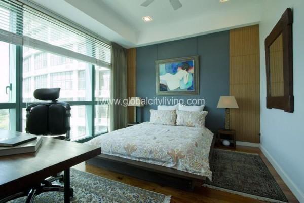three bedroom condo for sale in 8 forbestown road fort bonifacio